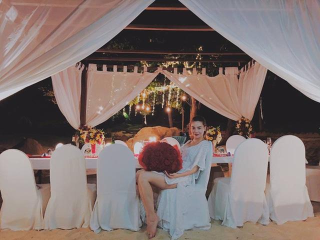 Hình ảnh Hồ Ngọc Hà đăng tải trên trang cá nhân khiến nhiều người đặt nghi vấn cô được đại gia Chu Đăng Khoa cầu hôn