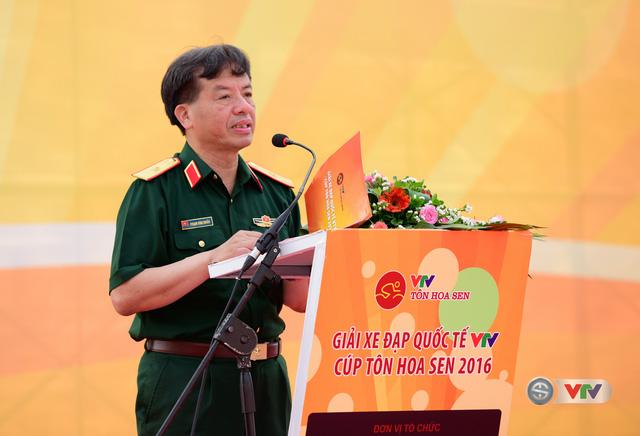 Thiếu tướng Phạm Văn Huấn Tổng biên Tập Báo Quân đội Nhân dân, Chủ tịch Liên đoàn xe đạp-moto phát biểu tại lễ khai mạc