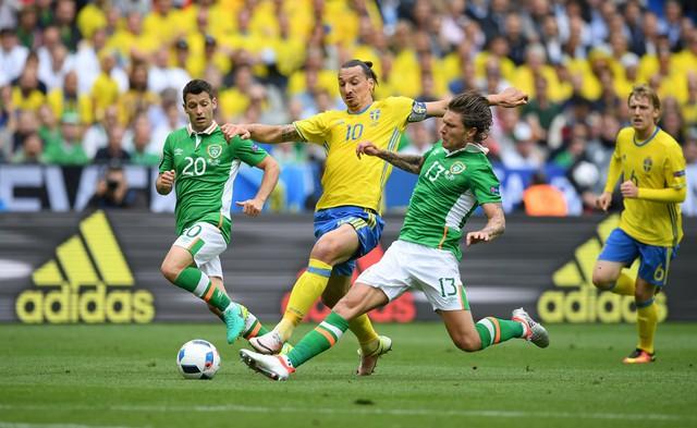 Ibrahimovic (giữa) trong màu áo ĐT Thụy Điển tại VCK EURO 2016