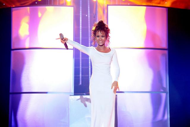 Võ Hạ Trâm trong hình dáng danh ca Whitney Houston