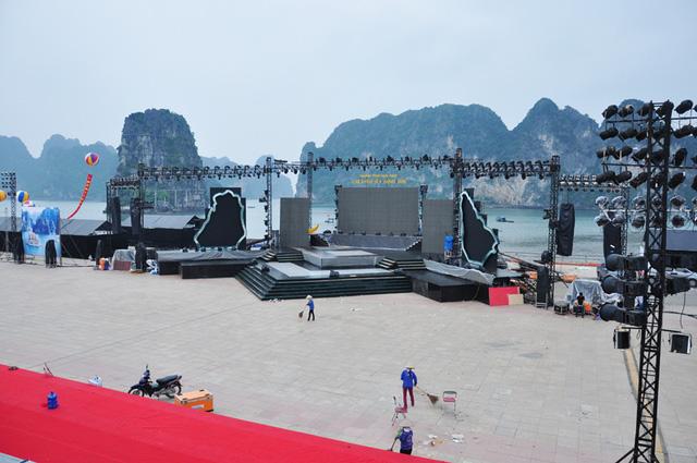Sân khấu chính chương trình nghệ thuật Carnaval Hạ Long 2016 (Ảnh: Báo Quảng Ninh)