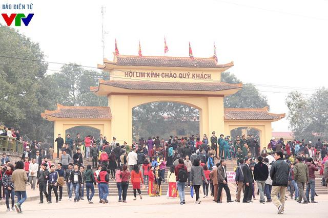 Hội Lim được mở vào ngày 13 tháng Giêng (Âm lịch), đúng vào phiên chợ đầu năm của chợ Lim nhưng đã có nhiều người tới từ ngày 11,12 để tham quan, lắng nghe các làn điệu quan họ.
