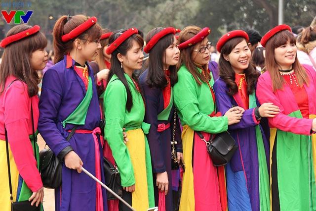 Tại hội Lim, nhiều bạn trẻ yêu mến áo tứ thân đã thuê trang phục này để lưu lại những khoảnh khắc đẹp.