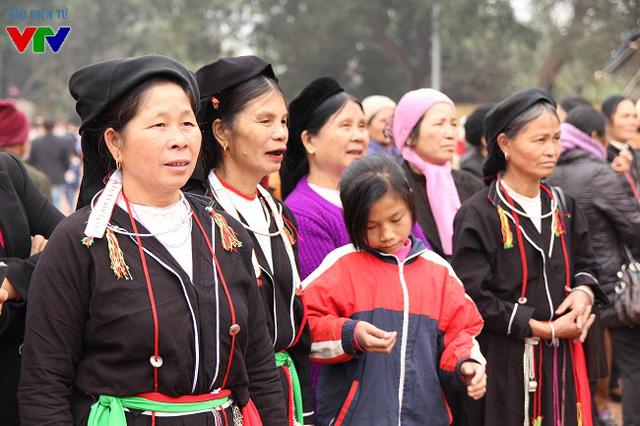 Nhiều người dân thuộc các dân tộc thiểu số tại Sơn La, Lai Châu cũng về hội Lim để lắng nghe điệu quan họ Bắc Ninh.