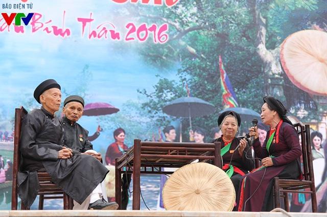 Nhiều làn điệu quan họ cổ được giới thiệu tới đông đảo công chúng qua giọng ca của các nghệ nhân và liền anh liền chị.