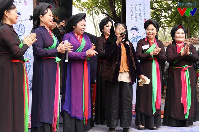 Hát quan họ tại hội Lim là hoạt động đặc sắc và thu hút đông đảo người dân tham gia, hưởng ứng.
