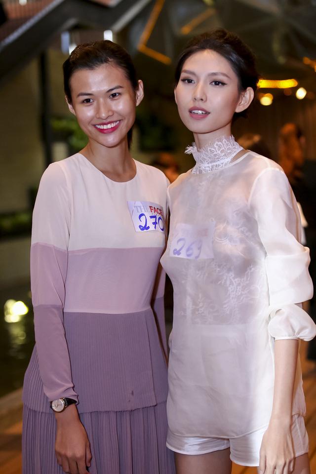 Với kinh nghiệm từng tham gia Vietnams Next Top Model và là người mẫu look book đắt show hiện nay, Thùy Dương (phải) nổi bật hơn các thí sinh khác ở phong cách trình diễn ấn tượng.