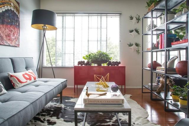 Cửa sổ lớn là nơi giúp căn hộ có được ánh sáng tự nhiên, đồng thời giúp cây cối được đón nắng.