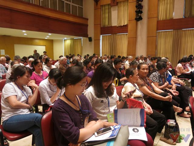 Hội thảo không chỉ thu hút sự quan tâm của người cao tuổi, mà những người trung và trẻ tuổi cũng đến tham dự.