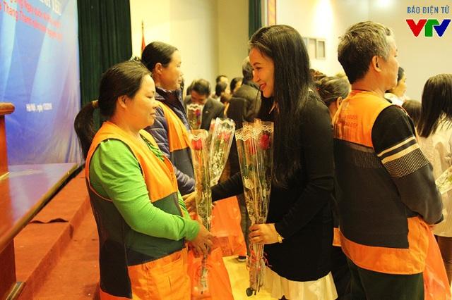 Bà Phạm Thị Hằng hi vọng, những món quà này sẽ tiếp thêm niềm tin, nghị lực cho các bệnh nhân nơi đây để họ tiếp tục chống chọi với bệnh tật trong thời gian tới