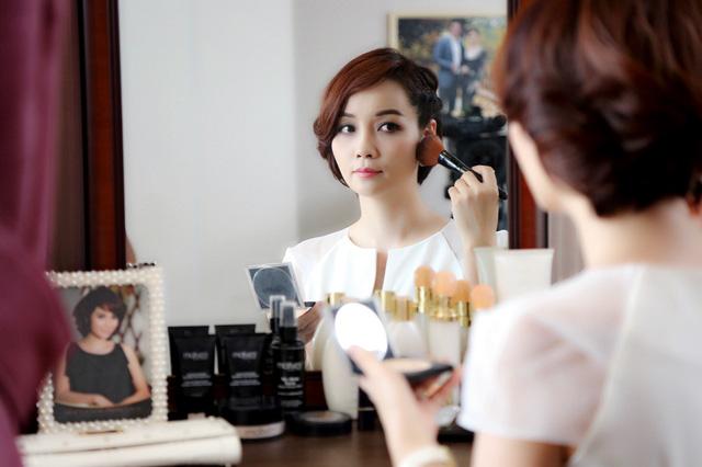 Hình ảnh Mai Thu Huyền trong vai nhân vật Trúc trong phim Những ngọn nến trong đêm phần 2.