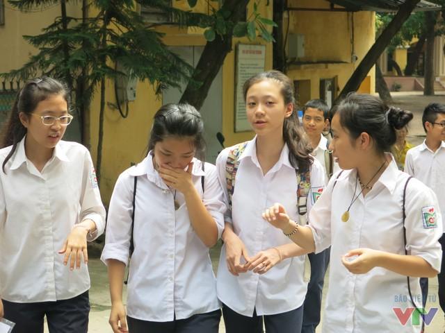 Nhiều thí sinh ngao ngán bước ra khỏi phòng thi.