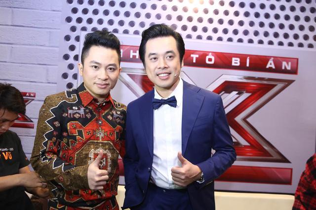 Tùng Dương và nhạc sĩ Dương Khắc Linh. Tùng Dương lần đầu xuất hiện trong chương trình Nhân tố bí ẩn.