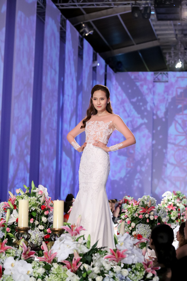Khánh Ngân có màn trình diễn thuận lợi hơn nhờ kinh nghiệm làm người mẫu nhiều năm.