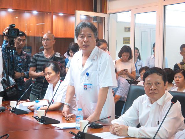 GS. TS Trần Bình Giang công bố kết quả chữa trị cho hai bé trong thời gian qua.