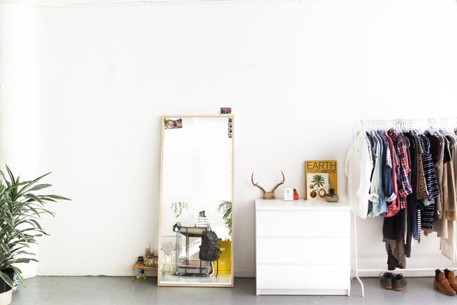 Cặp đôi sinh sống tại đây không sử dụng quá nhiều đồ đạc lớn để bày biện mà sử dụng nhiều vật dụng xinh xắn, tiện dụng.