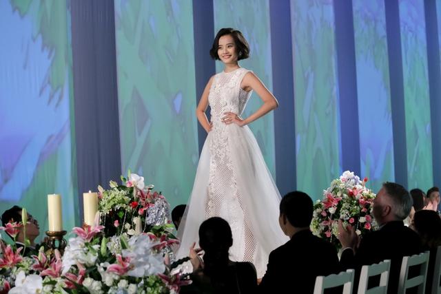 Kinh nghiệm người mẫu giúp Kim Chi vượt qua những trở ngại trên bàn tiệc.