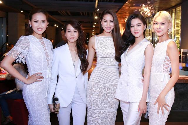 Các thành viên đội Phạm Hương