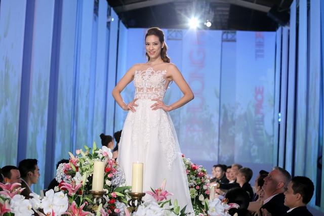 Lily Nguyễn được đánh giá cao về khả năng trình diễn nhờ kinh nghiệm 6 năm làm người mẫu.