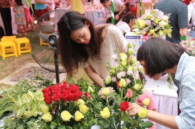 Các lẵng hoa được chấm điểm không chỉ dựa trên yếu tố đẹp mắt, cân đối mà còn phụ thuộc vào ý nghĩa và hình tượng được thể hiện