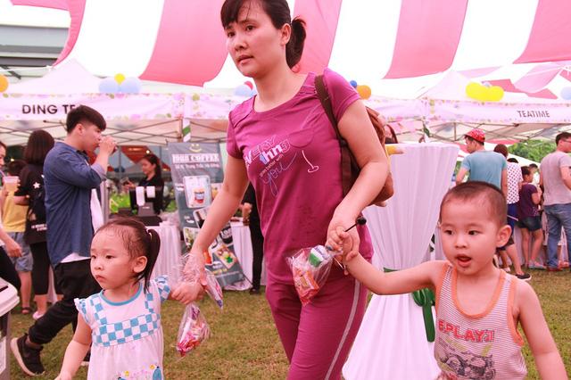 Các em nhỏ vô cùng hào hứng và phấn khích trong ngày hội