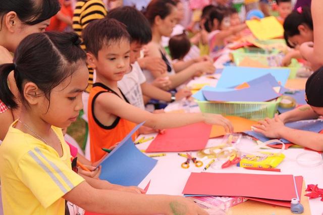 Trong ngày hội, nhiều hoạt động thú vị nhằm tôn vinh Mẹ và tình mẹ cũng như sự ảnh hưởng của các bà mẹ trong xã hội đã được tổ chức, thu hút các gia đình