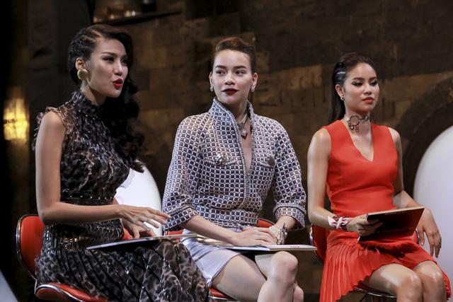 Chứng kiến màn đấu khẩu giữa hai người đồng nghiệp Hồ Ngọc Hà nói: Phạm Hương, Lan Khuê không còn là Hoa hậu khi ngồi trên ghế nóng nữa.