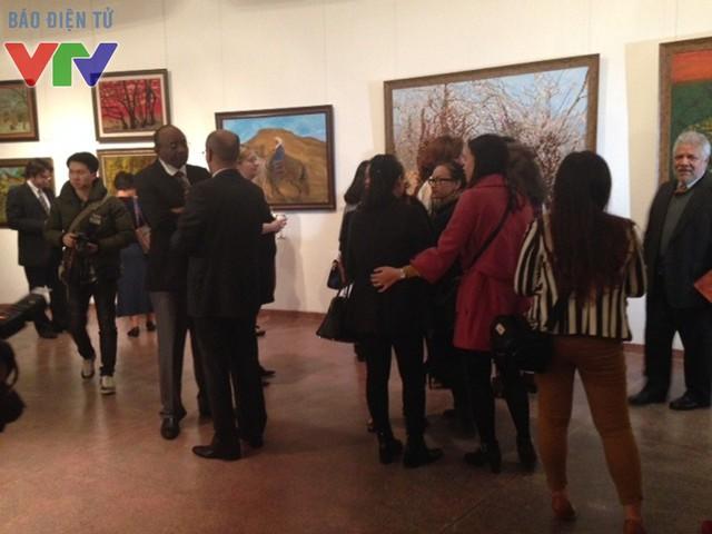 Buổi triển lãm thu hút đông đảo khách tham quan trong và ngoài nước