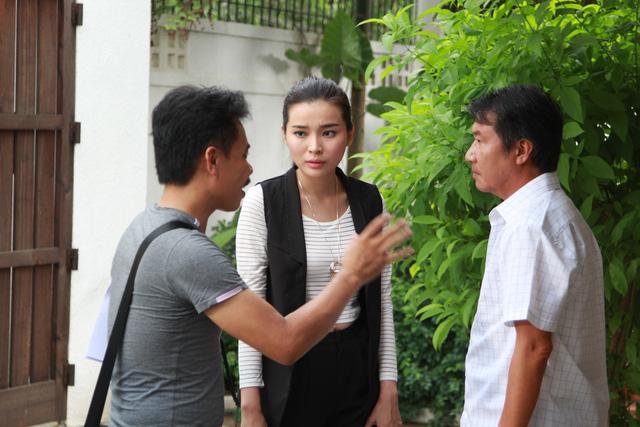 Diễn viên Đức Sơn và Cao Thái Hà trao đổi trước khi diễn cùng nhau.