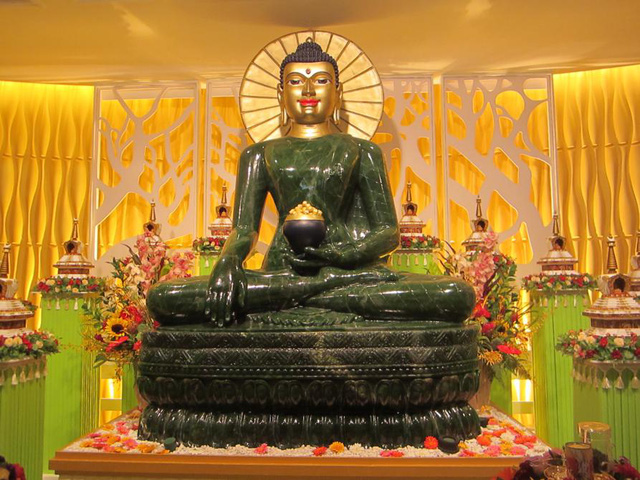 Phật ngọc Hòa bình Thế giới. (Ảnh: 188hughlowstreet.wordpress.com)