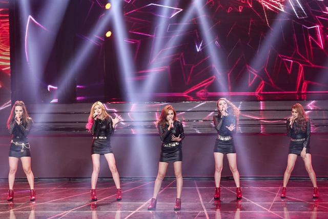 Ở phần trình diễn thứ hai, S Girls được khoe sắc, khoe giọng cùng Giang Hồng Ngọc với ca khúc Tâm hồn của đá.