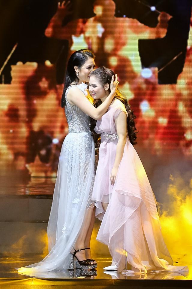 Học trò Hồ Quỳnh Hương nhận được những tràng vỗ tay cổ vũ không ngớt từ khán giả có mặt tại trường quay.
