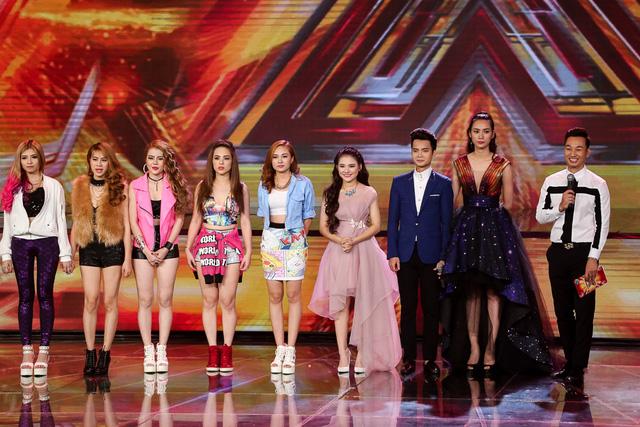Các thành viên nhóm S Girls trên sân khấu nghe nhận xét của BGK