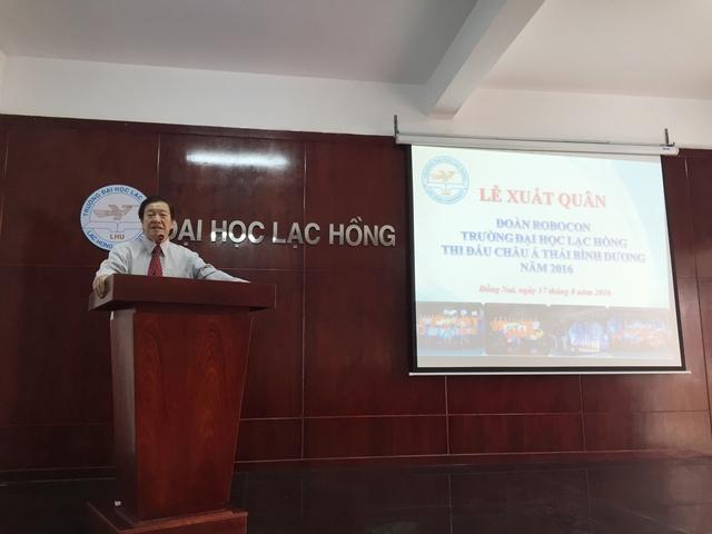Nhà giáo nhân dân Nguyễn Hữu Tài - Chủ tịch HĐQT, Hiệu trưởng trường Đại học Lạc Hồng phát biểu tại lễ xuất quân - Ảnh: Bá Thuận