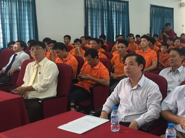 Buổi lễ xuất quân có sự tham gia của lãnh đạo nhà trường, các chỉ đạo viên và các sinh viên Đại học Lạc Hồng - Ảnh: Bá Thuận