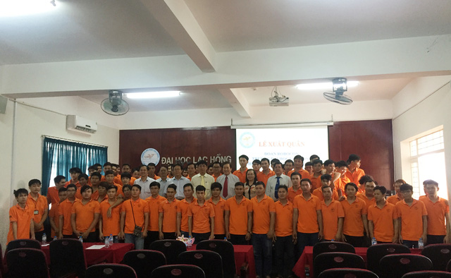 Lãnh đạo trường Đại học Lạc Hồng và đoàn Robocon tham dự ABU Robocon 2016 - Ảnh: Bá Thuận