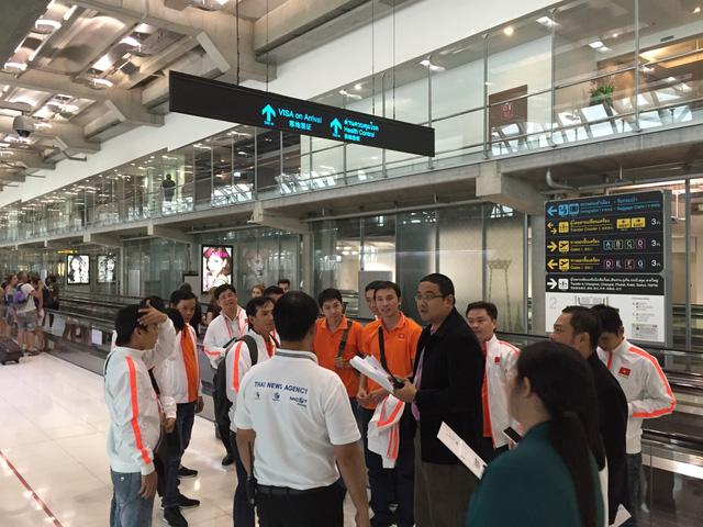 Đoàn Robocon Việt Nam tại sân bay Bangkok (Ảnh: Bá Thuận)