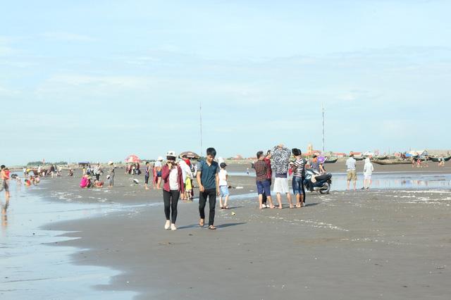 Cũng như nhiều vùng miền khác, người dân vùng biển Hải Hậu giữ tục lệ này từ xa xưa.