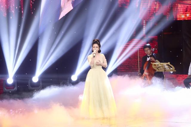 Tiết mục thứ 5 là phần biểu diễn của cô nàng Phương Anh với chất giọng mê hoặc người nghe theo đánh giá của giám khảo Đan Trường. Cô đã khoe cách xử lý tinh tế với Tình lỡ.