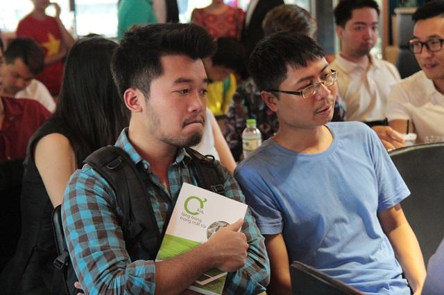 Rất nhiều người yêu bóng đá nói chung và yêu cách viết về bóng đá của nhà báo Phan Đăng nói riêng đã có mặt tại lễ ra mắt sách.