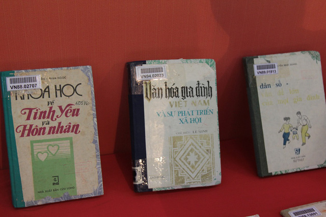Nhiều cuốn sách về gia đình được Thư viện Quốc gia Việt Nam lưu trữ và trưng bày tại ngày hội
