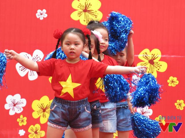 Chương trình còn có sự góp mặt của các bé đến từ các CLB múa.