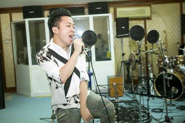 Tùng Dương cho biết anh luôn mến mộ nhạc sĩ Nguyễn Cường và cảm thấy vinh hạnh khi được mời trình diễn trong đêm nhạc của ông.