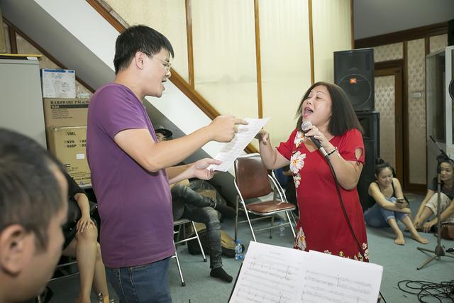 Hôm qua (11/8), Siu Black đã có mặt tại Hà Nội để chuẩn bị cho liveshow của nhạc sĩ Nguyễn Cường mang tên Mãi tuổi thơ tôi Hà Nội diễn ra vào ngày 13/8.