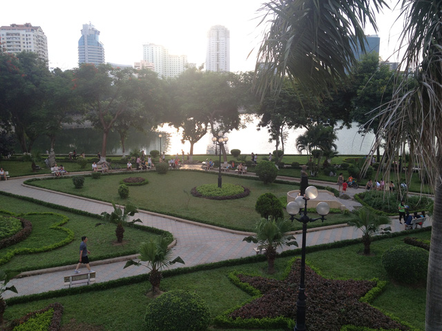Công viên Thành Công là nơi nhiều người dân tới tập thể dục, tản bộ và tận hưởng không khí trong lành, không gian đẹp giữa lòng Thủ đô.