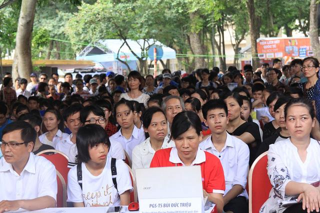 Khu vực tư vấn chuyên sâu luôn thu hút sự chú ý của đông đảo phụ huynh, thí sinh trong Ngày hội