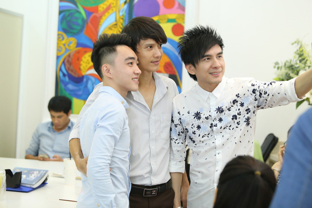 Tuy nhiên, sau giờ luyện tập căng thẳng, anh Bo và các học trò cũng thoải mái cười đùa.
