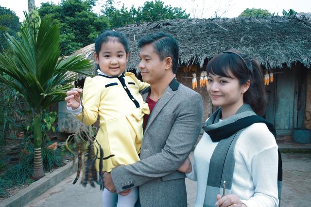 Ở Giọt nước mắt muộn màng, Kiều Anh có dịp gặp lại nam diễn viên Việt kiều Lâm Vissay. Cả hai từng có cơ hội hợp tác chung trong phim Hai phía chân trời.