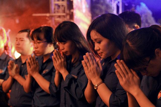 Có mặt tại buổi lễ long trọng và linh thiêng, tuổi trẻ VTV đã thắp nên những nén nhang tưởng nhớ các anh hùng liệt sĩ