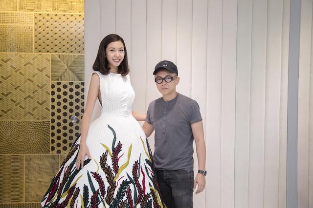 Trang phục Á hậu Thúy Vân sẽ trình diễn mở màn BST Lúa của NTK Công Trí